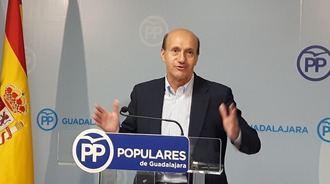 """Sánchez-Seco destaca """"el trabajo y la generosidad de Cospedal"""" e invita a la ministra de Justicia a """"tomar ejemplo"""""""