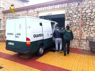 La Guardia Civil detiene en Torija a cinco personas por robar 110 litros de gasoil
