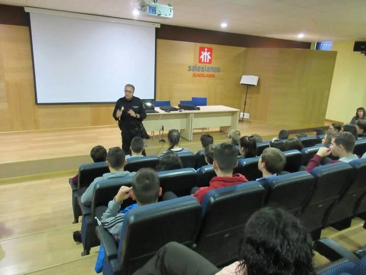 La Policía Nacional de Guadalajara pone en marcha el curso de ciberexperto para prevenir riesgos para nuestros jóvenes a través de las redes sociales