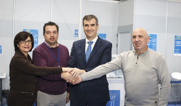 El alcalde de Guadalajara Antonio Román inaugura la 12ª Feria del Stock y las Oportunidades