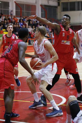 El Isover Basket Azuqueca suma y sigue para conseguir sus sexta victoria en LEB Plata