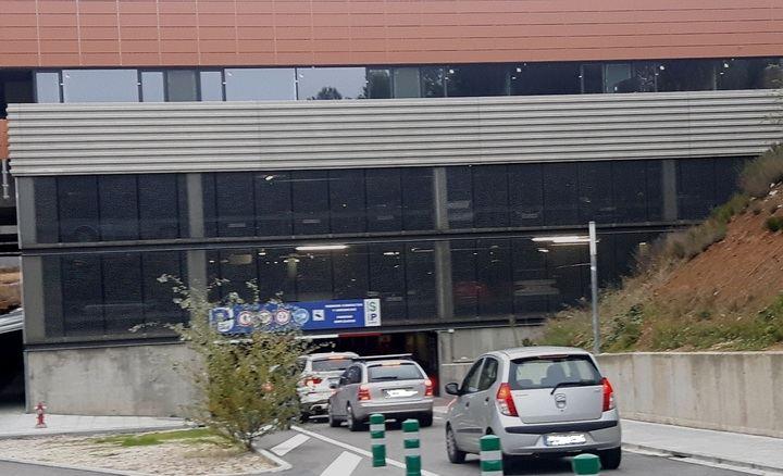 """""""El parking del Hospital de Guadalajara es caro, y una 'ratonera' para los usuarios atrapados que 'hacen cola' cada día en la entrada y salida"""""""