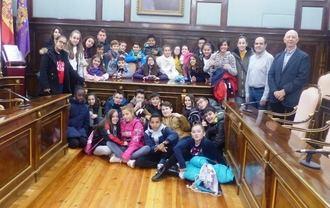 Escolares de 6º de primaria del CEIP La Paz de Azuqueca visitan el Palacio Provincial