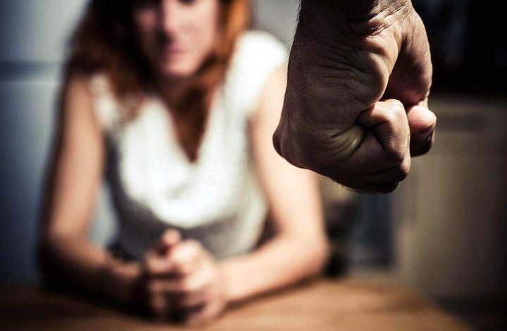 Un hombre agrede a su mujer y tiene que ser detenido por el hijo de ambos en Guadalajara