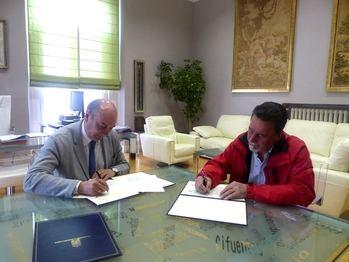La Diputación firma un convenio con el Ayuntamiento de Zorita de los Canes para garantizar la apertura de Recópolis