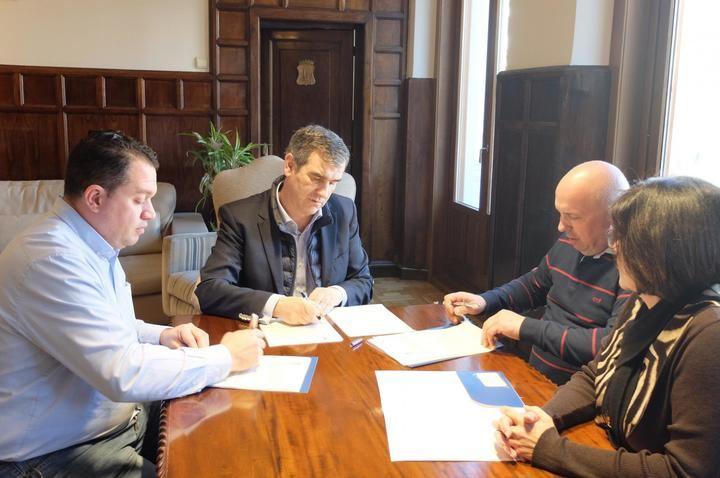 Firmado el acuerdo entre el Ayuntamiento y las federaciones de comercio para el canje de cheques regalo de la campaña navideña