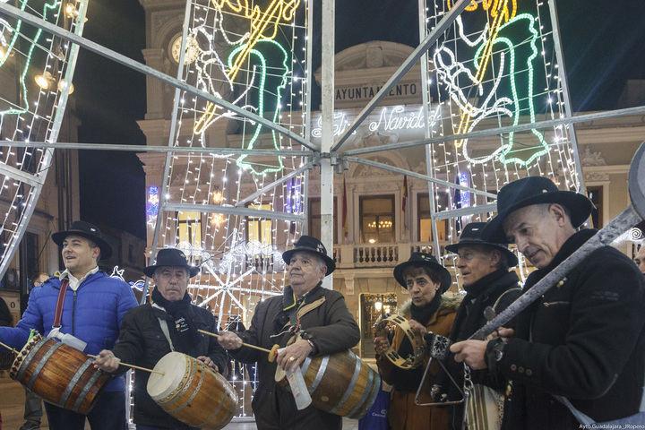 Con el encendido de más de 625.000 bombillas led, comienza la Navidad en Guadalajara