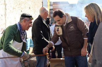Paco Núñez asegura en la Fiesta de las Migas de Jadraque que el PP seguirá trabajando para combatir la despoblación