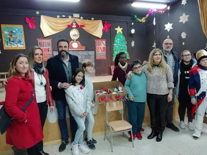 El ayuntamiento de Azuqueca subvenciona con 3.000 euros la campaña navideña de DiDeSur en los centros educativos