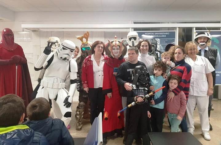 La Legión 501-Spanish Garrison con el universo Star Wars visita el Hospital de Guadalajara