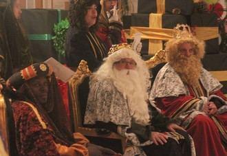 Los Reyes Magos llegaron a Cabanillas con una vistosa Cabalgata