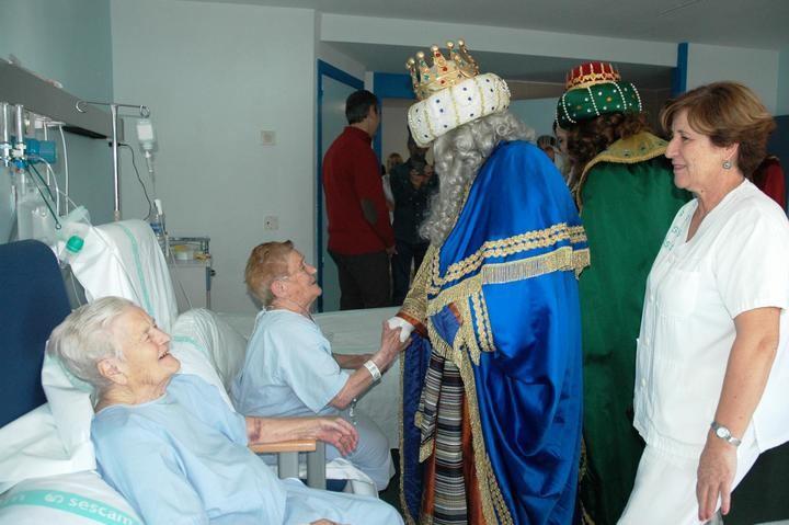 Los Reyes Magos no se olvidan de visitar a los enfermos del Hospital de Guadalajara