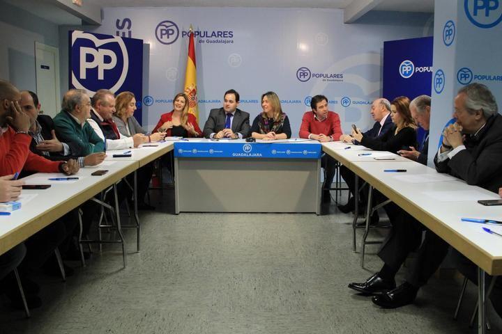 Núñez explica en Guadalajara que el PP defenderá los festejos taurinos como 'marca protegida'