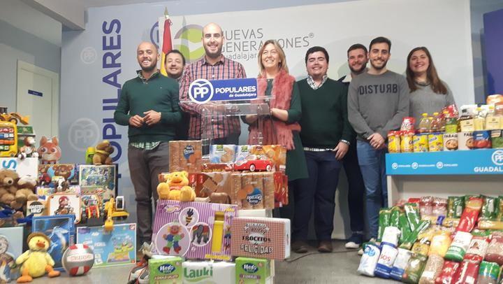 Nuevas Generaciones Guadalajara recoge 3.600 kilos de alimentos y 400 juguetes a través de la campaña 'Populares Solidarios'