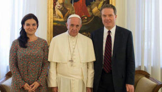 Sorpresiva dimisión del jefe de prensa del Vaticano y su número dos, la española Paloma García Ovejero
