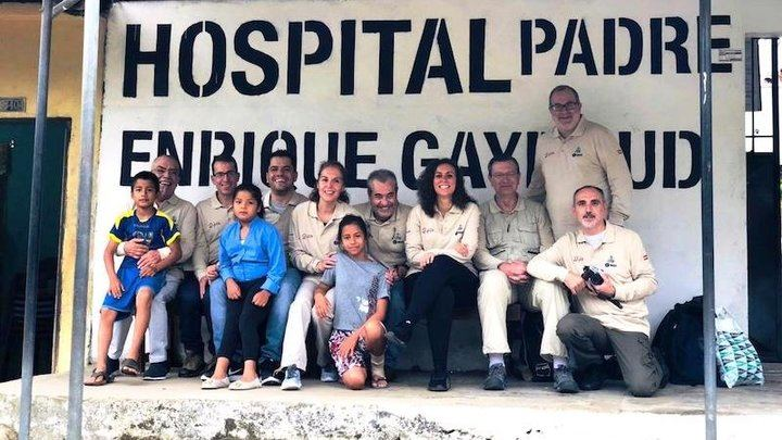 Un cirujano y una anestesista del hospital de Guadalajara participan en una misión humanitaria en Ecuador