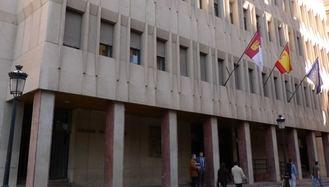 Condenado a siete años de cárcel por quemar varios coches y causar daños en su edificio en Albacete