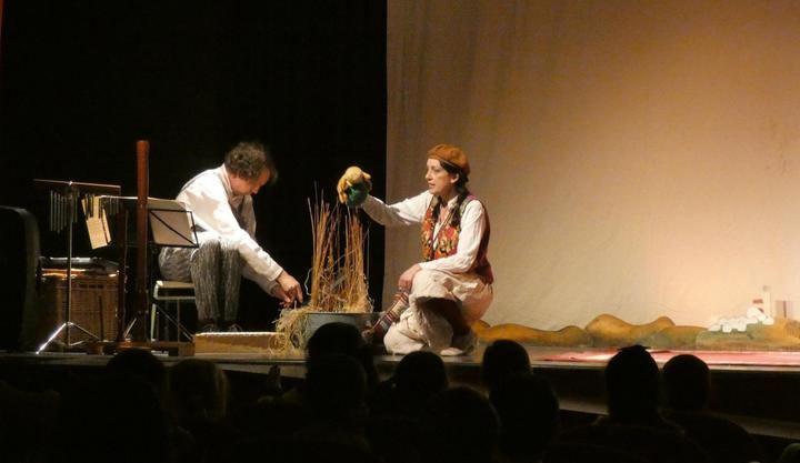 Los alumnos de los centros educativos de Alovera disfrutan del teatro El Pajarito Fredy