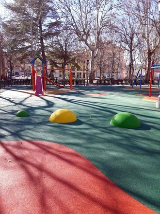 El parque de La Alameda de Sigüenza estrena mejoras en una de áreas de juegos infantiles