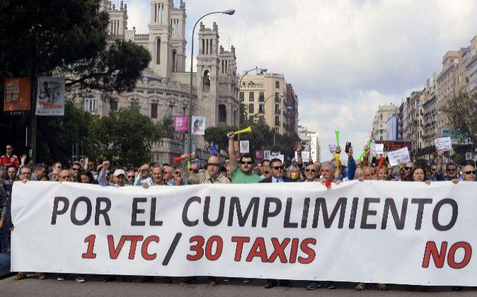 Los taxistas de Castilla La Mancha con las espaldas en lo alto : se rebasa la proporción legal de 1 vtc por cada 30 taxis, 1vtc/6 taxis en Guadalajara