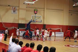 El empuje de La Paz y el gran juego del Isover Basket Azuqueca dejaron sin opciones al Basket Girona