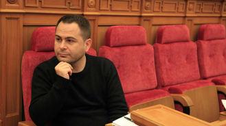 Instan al diputado regional de la formación morada David Llorente a explicar sus intereses para salirse de la Comisión