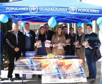 Agudo participa en la Mesa Informativa del PP de Guadalajara :