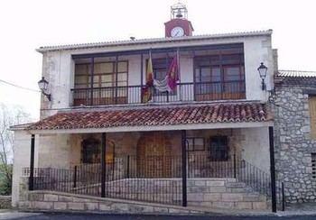 Culpan a Page del cierre de la farmacia en Villanueva de Alcorón que ha sido noticia nacional
