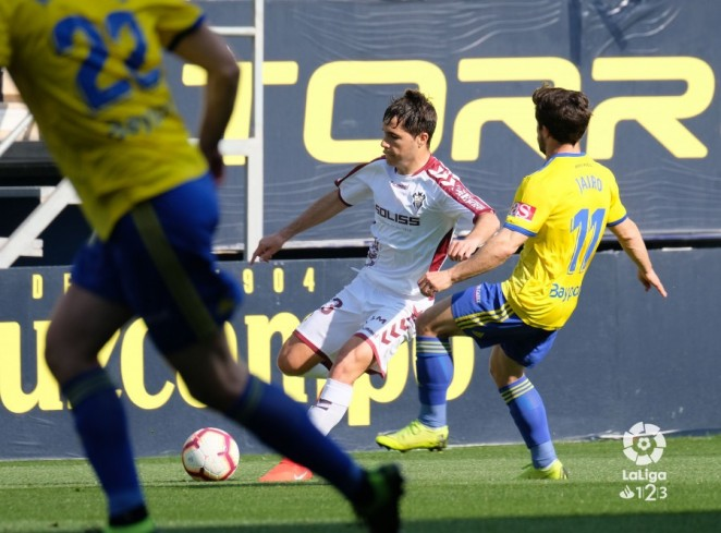 Un 'penalti' tumba a un Alba que no mereció irse de vacío