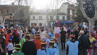 El nuevo grupo de batucada municipal puso la música al Desfile de Carnaval que concitó a más de 600 personas en Alovera