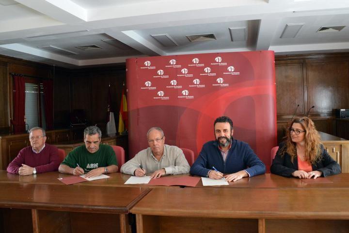 Renovados los convenios entre el Ayuntamiento de Azuqueca y las casas regionales de Andalucía y Extremadura