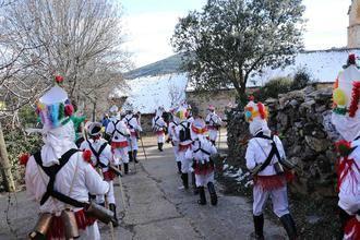 Este sábado, botargas y mascaritas esparcirán buenos augurios en el Carnaval de Almiruete