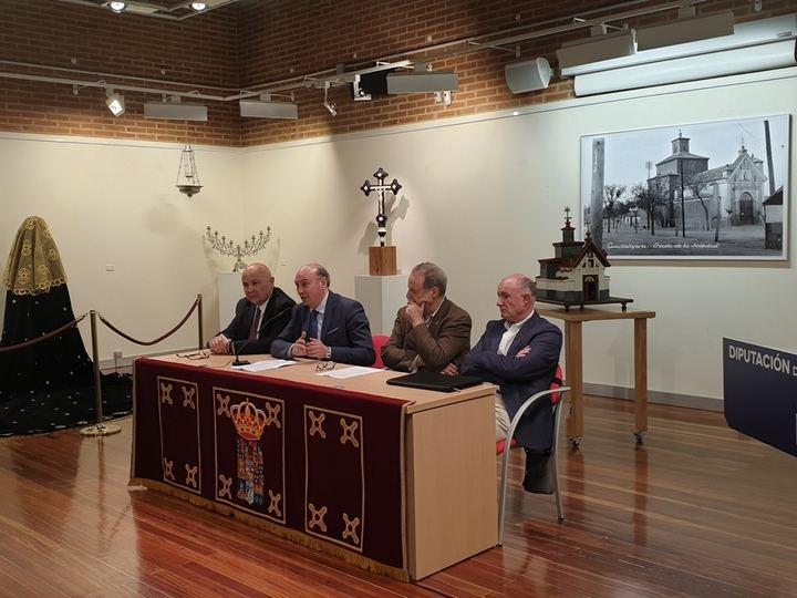 La Diputación edita un libro de José Ramón López de los Mozos que recoge la historia de la Hermandad de la Virgen de la Soledad