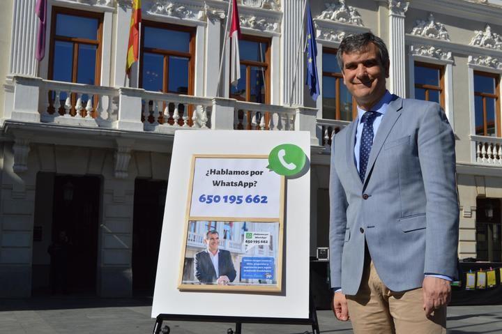 Los vecinos de Guadalajara podrán enviar whatsapp a Antonio Román para transmitirle sus propuestas