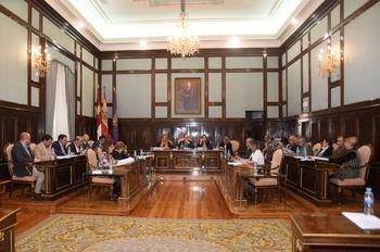 El Pleno de la Diputación aprueba diferentes reconocimientos y distinciones a personas e instituciones destacadas de la provincia