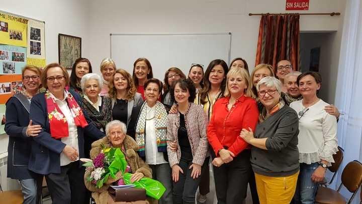 La Asociación de Servicio a la Juventud Femenina de Guadalajara homenajea a Julia Simón