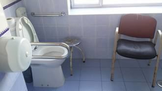 El desastre de la sanidad del Gobierno de Page/Podemos en CLM: Una paciente con ictus lleva dos semanas sin ducharse y sin la rehabilitación adecuada