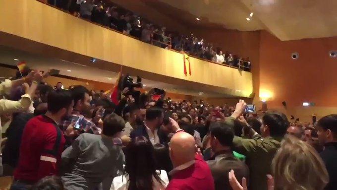 Más de 1.000 personas abarrotan un mitín de Santiago Abascal en Ciudad Real (200 se quedan en las puertas)