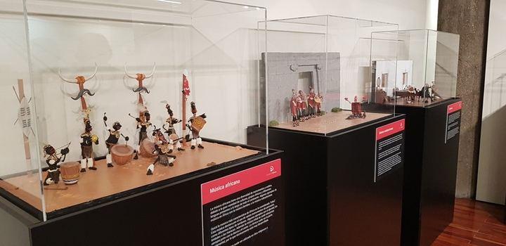 Cerca de 2.000 escolares han visitado la Exposición 'Plastihistoria de la música' en la Sala de Arte de la Diputación de Guadalajara