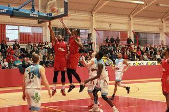 El Isover Basket Azuqueca tira de garra para llevarse el partido ante el Zonotza