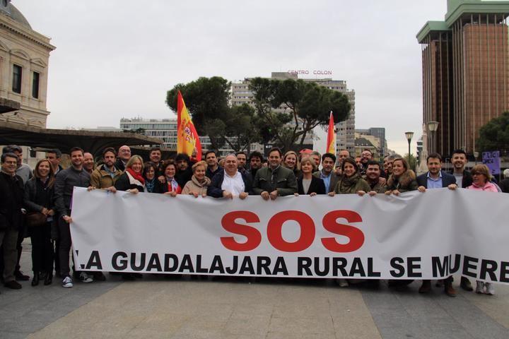 Guarinos, Román y Paco Nuñez con una amplia respresentación del PP de CLM en la manifestación de