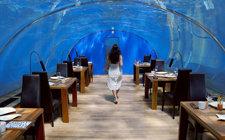 Cenando bajo el agua en Maldivas