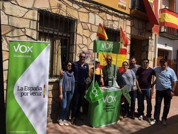 Antonio de Miguel muestra en Illana el apoyo de VOX y de Santiago Abascal al sector cinegético