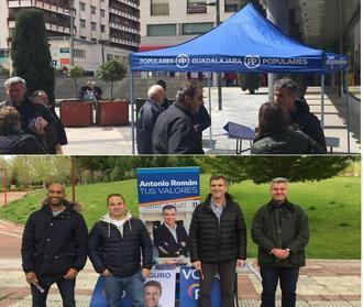Román y Esteban, de campaña en Guadalajara pidiendo el voto para el Partido Popular
