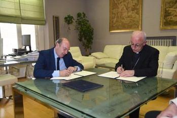 La Diputación cede una parcela a la Residencia de Mayores Juan Pablo II de Alovera para mejorar su atención a los residentes