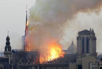 ÚLTIMA HORA : Importante incendio en Notre Dame de París