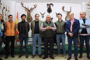 Paco Nuñez visita la II Feria de la Caza de Illana junto a Miguel Abellán
