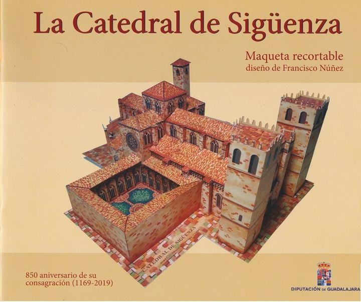 La Diputación de Guadalajara reedita una maqueta Catedral de Sigüenza para entregarla a escolares