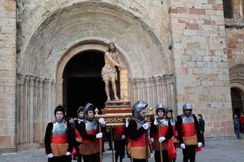 La procesión de Lunes Santo de Sigüenza resuena en las travesañas
