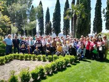 Mayores de la Alcarria y la Sierra Norte conviven en una jornada primaveral en Brihuega